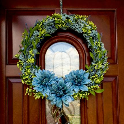 A very pretty spring wreath by Ron of losingscrews.com